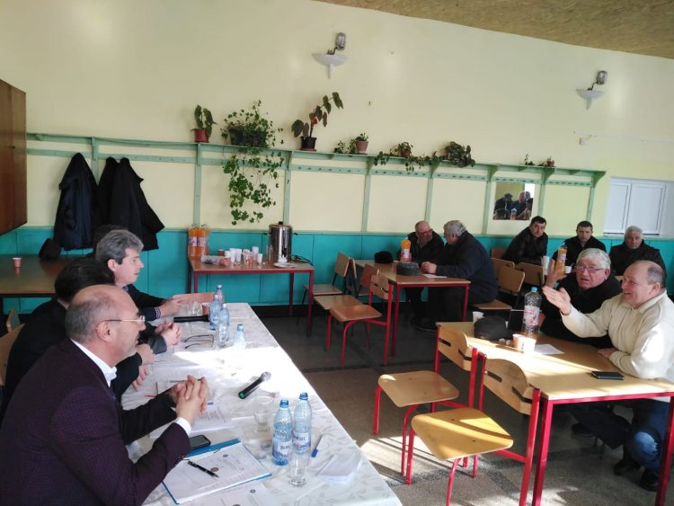 Întâlnire cu crescătorii de ovine la Podu Iloaiei