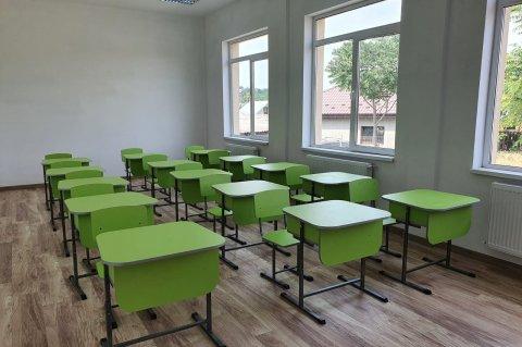 O sală de clasă nou mobilată, la școala modernizată de la Scobâlțeni